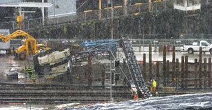 Crashed_crane_9339